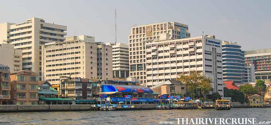 โรงพยาบาลศิริราช ริมน้ำเจ้าพระยา เป็นโรงพยาบาลมหาวิทยาลัย สังกัดคณะแพทยศาสตร์ศิริราชพยาบาล มหาวิทยาลัยมหิดล เป็นโรงพยาบาลแห่งแรกของ ประเทศไทย ตั้งอยู่เลขที่ 2 ถนนวังหลัง แขวงศิริราช เขตบางกอกน้อย กรุงเทพมหานคร ริมฝั่ง แม่น้ำเจ้าพระยา.ทัวร์คลอง บางกอกน้อย ล่องเรือ เที่ยวคลอง แม่น้ำเจ้าพระยา