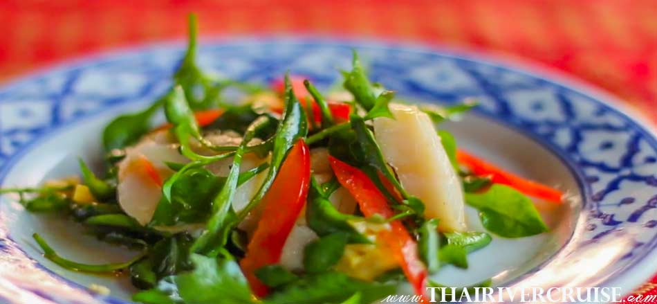 ลอยนาวา ดินเนอร์ ครูซส์ ใส่ใจ และ ตระหนัก  ให้ความสำคัญ ในคุณค่า และ คุณภาพ ของอาหาร สำหรับแขกทุกท่นา