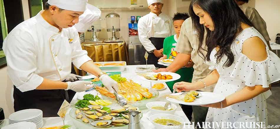 Delicious seafood dinner on TAlangka Cruise Luxury Bangkok Dinner Cruise Chaophraya River