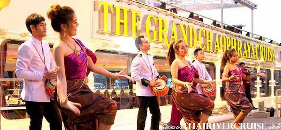 Welcome show at the pier before get on the Chaphraya Cruise & Grand Chaophraya Cruise, Chaophraya Cruise & Grand Chaophraya Crusie Bangkok night river cruise luxury 5 star Chaophraya river Bangkok
