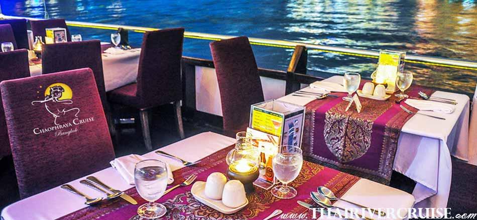 การประดับตกแต่ง โต๊ะ รองรับแขก ระดับ 5 ดาว บนเรือ เจ้าพระยาครุยส์ แกรนด์เจ้าพระยา ครุยส์ เรือสำราญ หรู 5 ดาว แม่น้ำเจ้าพระยา กรุงเทพมหานคร โปรโมชั่น ส่วนลด ราคาถูก โปรดี ๆ ล่องเรือ เจ้าพระยา  ขายบัตร ดินเนอร์ แม่น้ำเจ้าพระยา จองดินเนอร์ อาหารค่ำ โรแมนติก ดินเนอร์ รีวิว