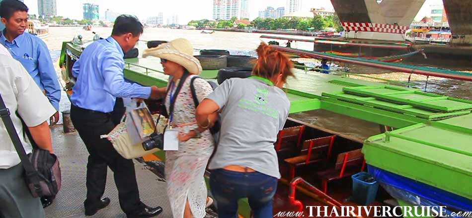Chaophraya Express Boat Tour Rental Service for Tourists Bangkok Thailand. Private boat hotel transfer or transfer to other place service also available