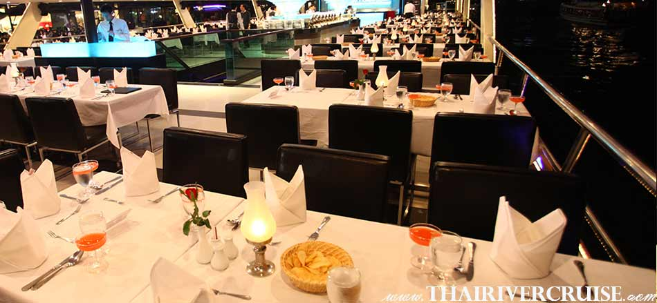 ชันบน Open Air อีกมุม ที่ตกแต่ง โต๊ะได้อย่างสวยงามหรู บน เรือสำราญ เจ้าพระยา ปริ้นเซส ดินเนอร์ หรู โรแมนติก ใต้แสงเทียน