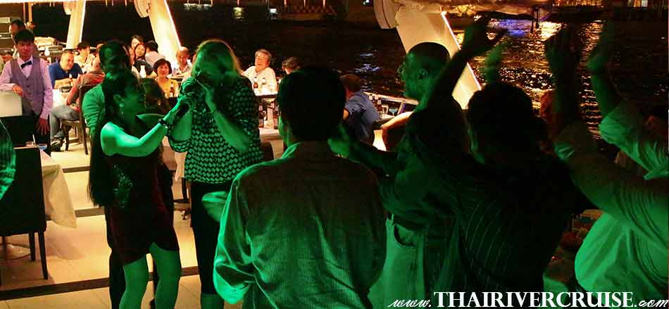 Entertainment onboard Chaophraya Princess Cruise by live music pop jazz music style