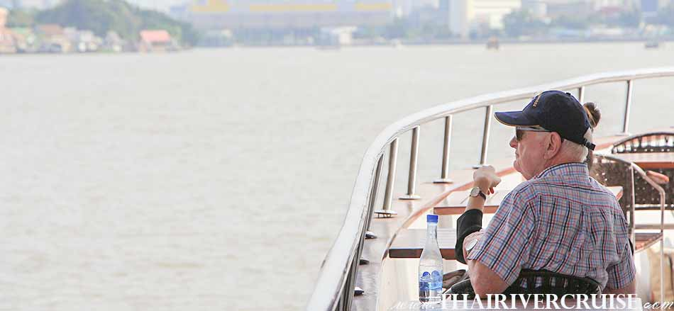 While you may relax and enjoy the fascinating scenery on the River of Kings,Grand Pearl Cruise Ayutthaya