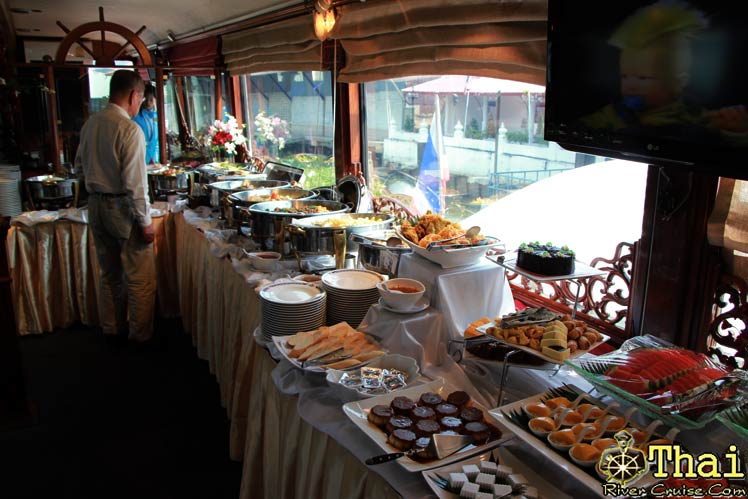 International buffet lunch onboard, Bangkok lunch cruise.