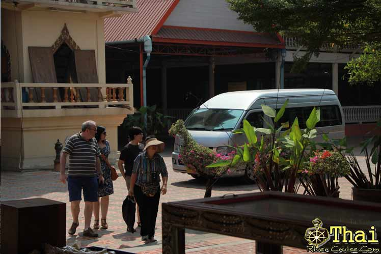 Pick you up at your hotel to the pier by by Private Van direct to Nonthaburi Pier