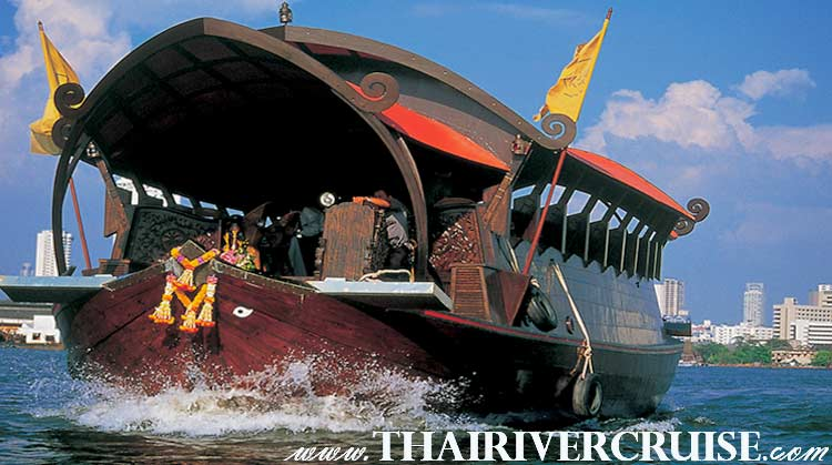 Manohra Cruise Luxury Rice Barge 5 Star offers fine Thai dining, with an unforgettable experience of Bangkok Riverside dining while cruising along the Chao Phraya River Bangkok Thailand.