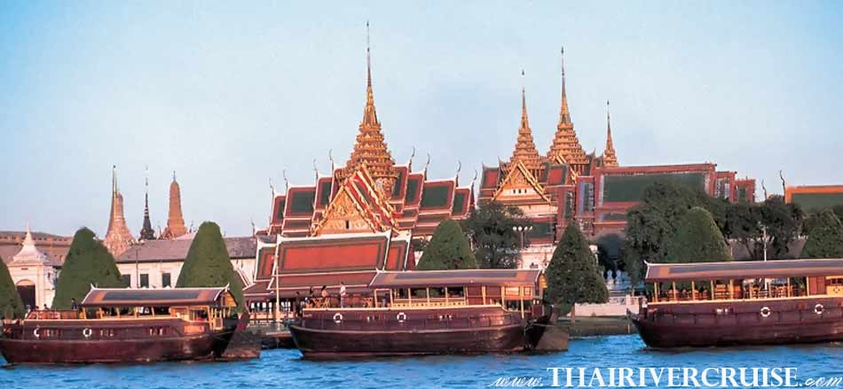 Mekhala Cruise will passing The Royal Grand Palace - Wat Phrakaew, Bangkok. ( พระบรมหาราชวัง - วัดพระแก้ว ) The beautiful scenery and attraction along the Chaophraya river Bangkok Thailand