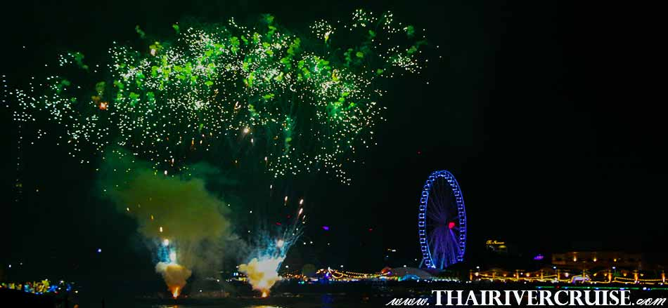 New Year Eve Bangkok, Enjoy to see spectacular firework display above the Chao phraya river at Asiatique The Riverfront Bangkok Thailand