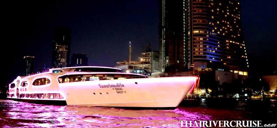Wonderful Pearl Cruise, luxury large elegance5-stars dinner cruise Chaophraya river Bangkok Thailand