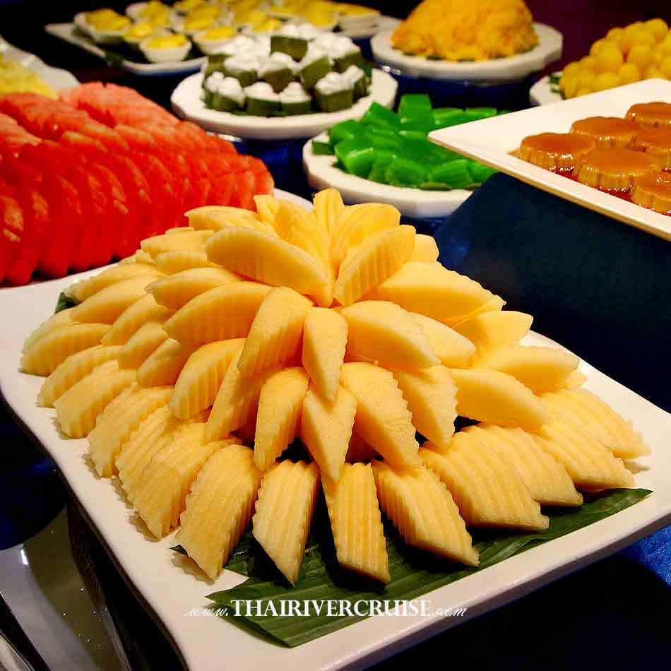 Halal Food Dinner Bangkok Chao Phraya River Cruise for Muslim, Famous dinner cruise in Bangkok and Halal food available for Muslim, Buffet Thai Fruits many kind on buffet line