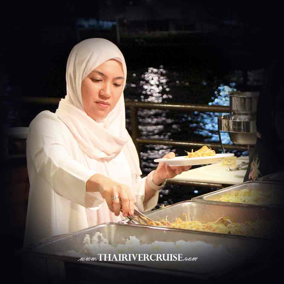 Halal Food Dinner Bangkok Chaophraya River Cruise for Muslim, Famous dinner cruise in Bangkok and Halal food available for Muslim
