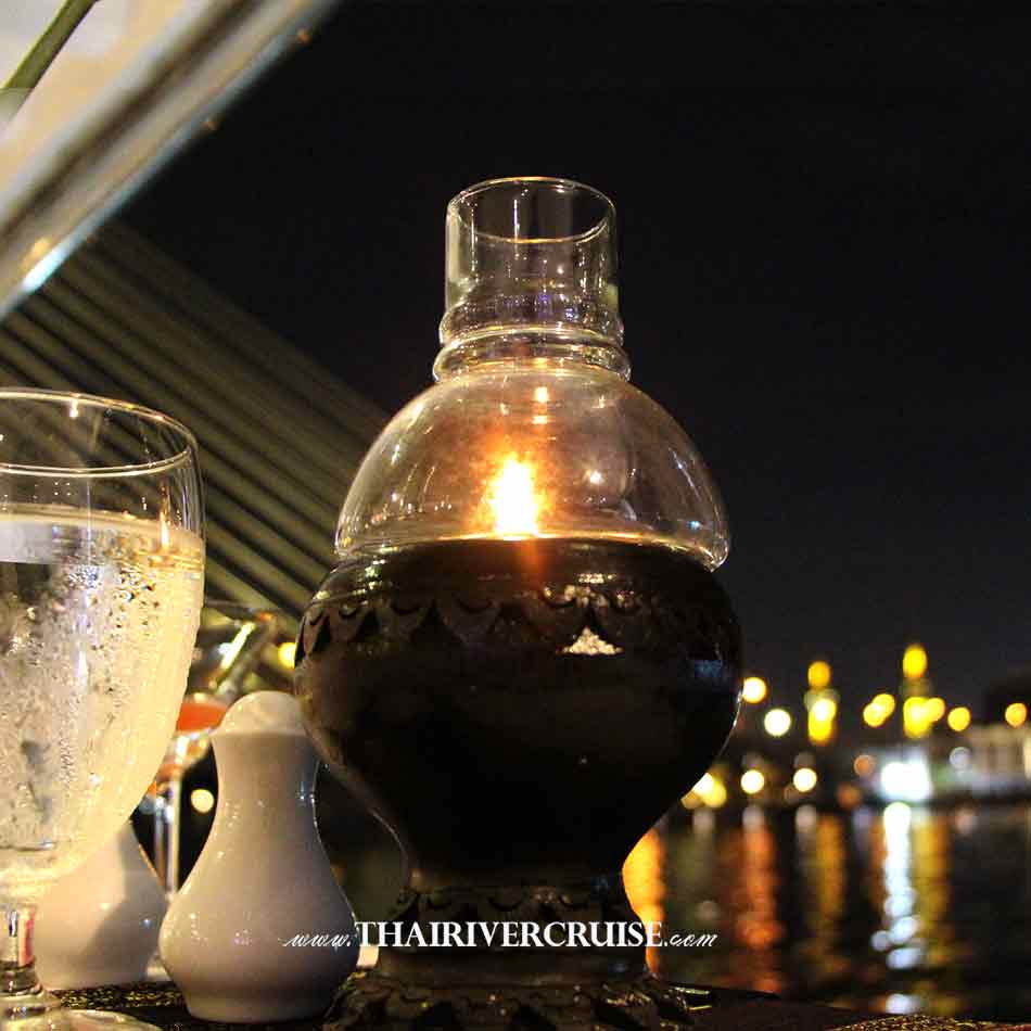 Halal Food Dinner Bangkok Chao Phraya River Cruise for Muslim, Famous dinner cruise in Bangkok and Halal food available for Muslim, Candle Light Dinner on the Chaophraya river Bangkok,Thailand