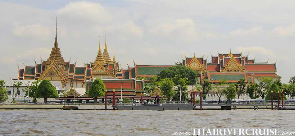 The Royal Grand Palace - Wat Phrakaew, Bangkok. ( พระบรมหาราชวัง - วัดพระแก้ว ) The beautifulscenery and attraction along the Chaophraya river Bangkok,Long tails boat rides in Bangkok Thailand