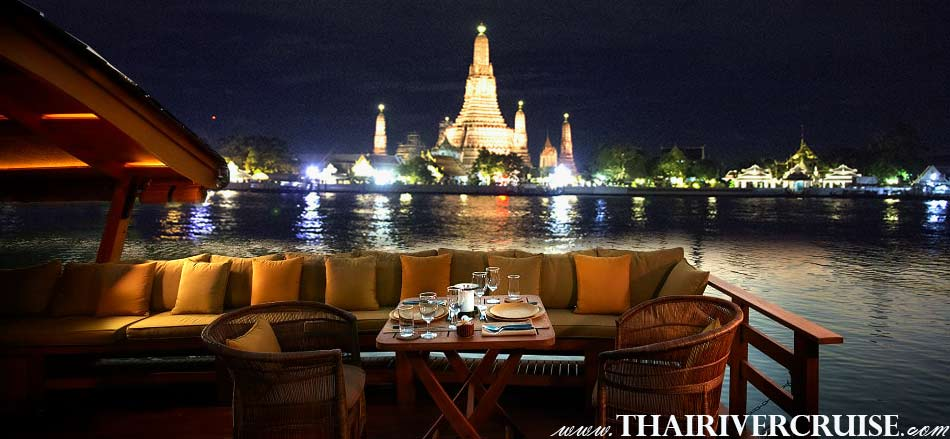Temple of Danwn or Wat Arun, This is highlight and landmark of Bangkok, best private luxury rice barge Chao phraya river cruises Bangkok Thailand